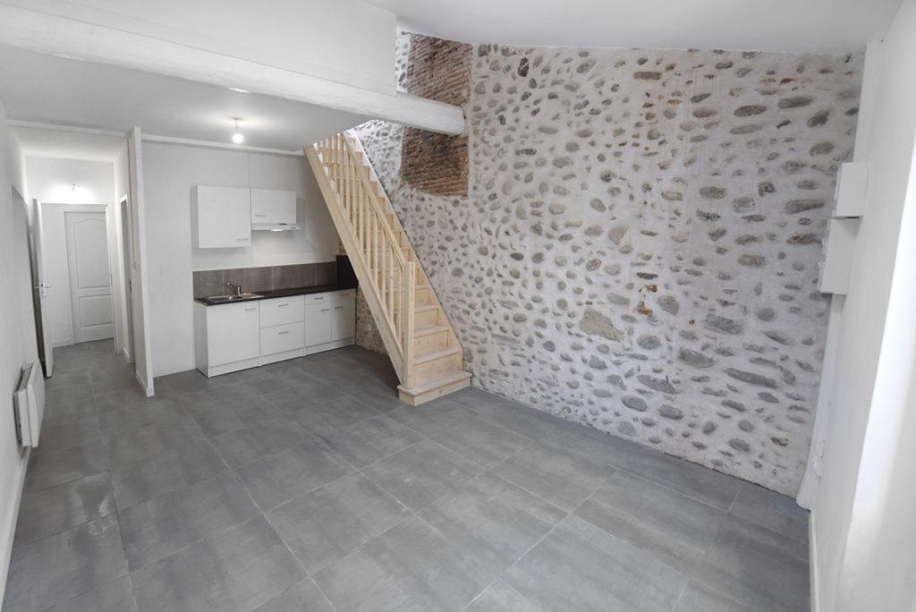 investissement-locatif-renovation-gestion-complete-midi-pyrenees-appartement-escalier duplex pierre