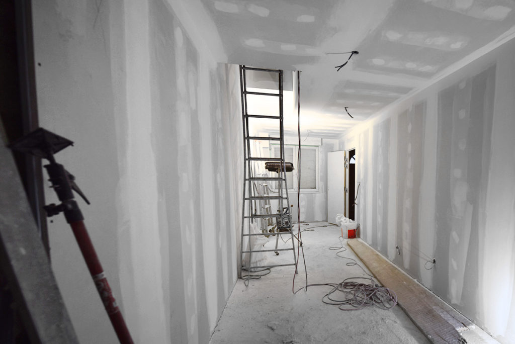 investisseur-location-cles-en-main-travaux-toulouse-ariege-immobilier-immeuble-avant-apres-cuisine-sejour-fenetre
