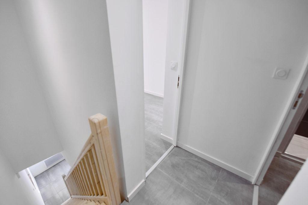 investisseur-location-cles-en-main-travaux-toulouse-ariege-immobilier-immeuble-avant-apres-escalier-pamiers-elec-placo