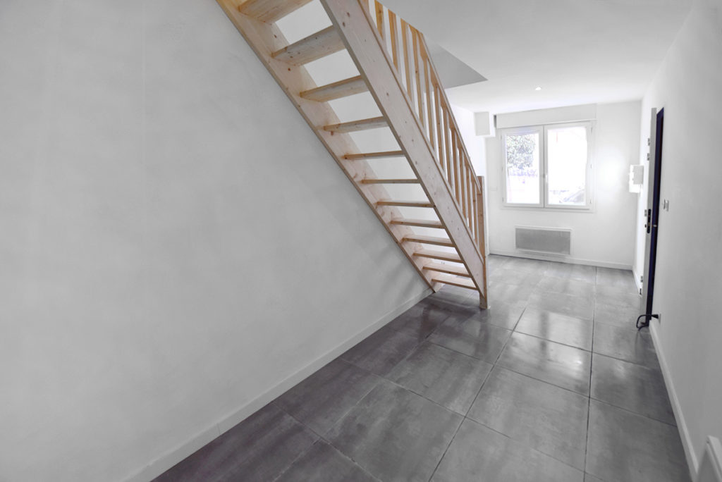 investisseur-location-cles-en-main-travaux-toulouse-ariege-immobilier-immeuble-avant-apres-escalier-t2-pamiers