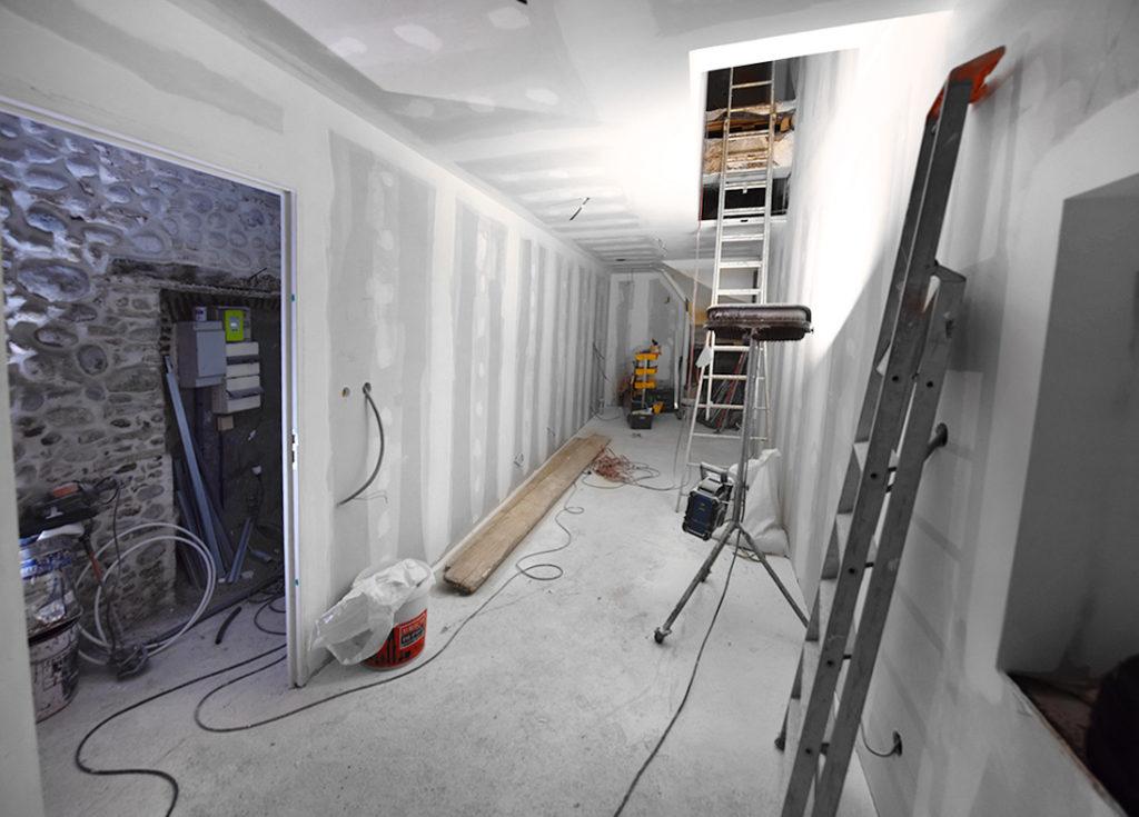 investisseur-location-cles-en-main-travaux-toulouse-ariege-immobilier-immeuble-avant-apres-escalier-t2-studio