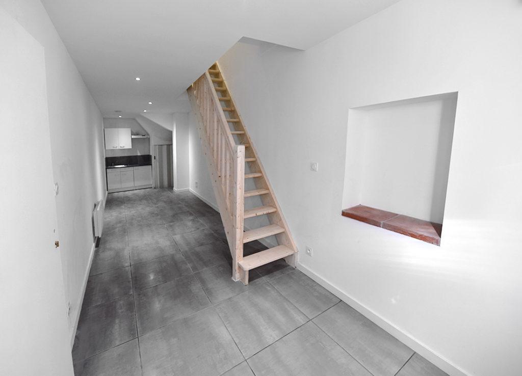 investisseur-location-cles-en-main-travaux-toulouse-ariege-immobilier-immeuble-avant-apres-escalier-t2-t3-salon-cuisine